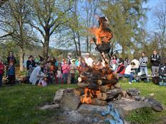Pálení čarodějnic s ohňostrojem a lampiónovým průvodem